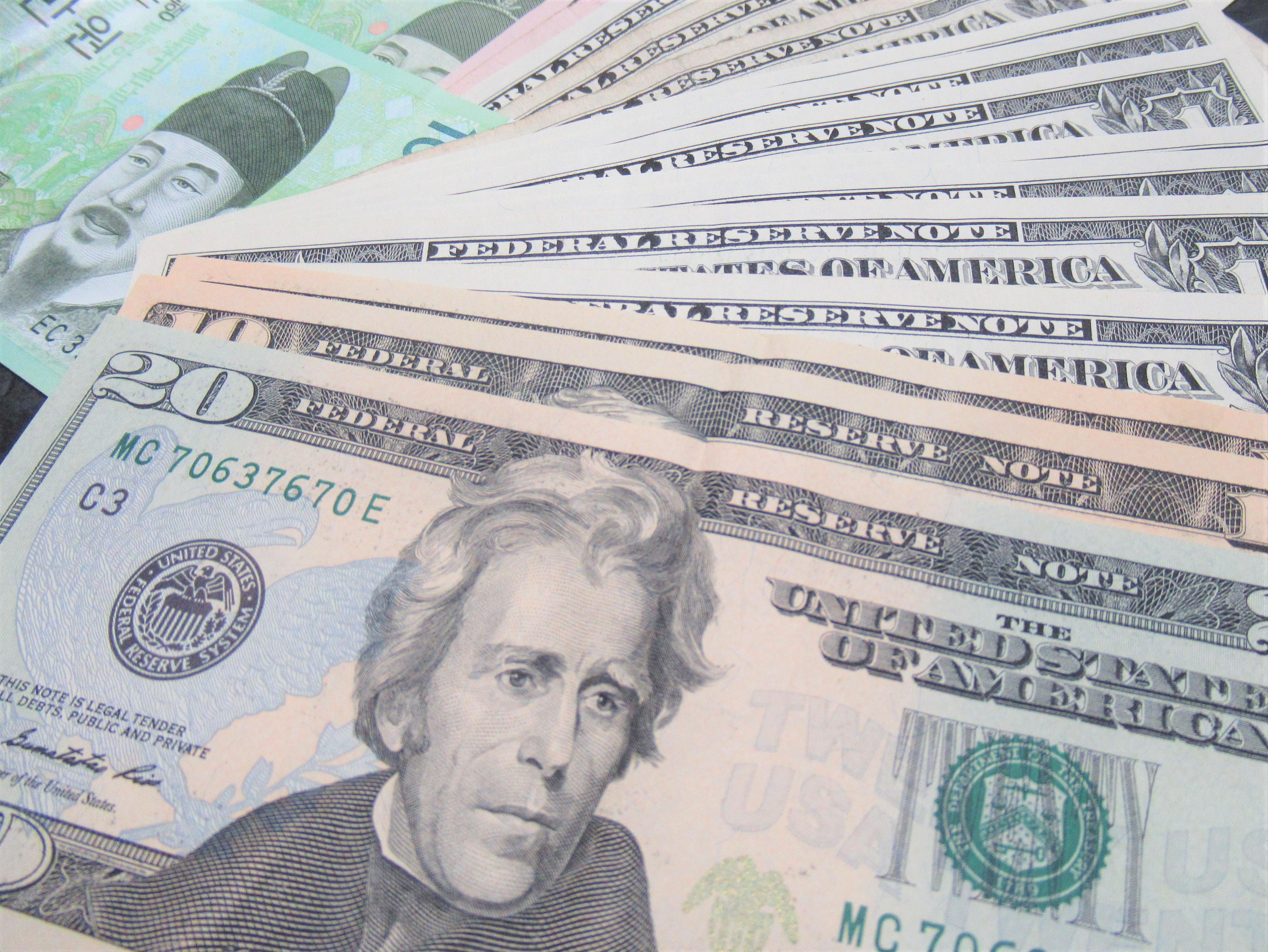海外旅行|ドルの両替は空港が便利でレートがいい!? 場所別で比較