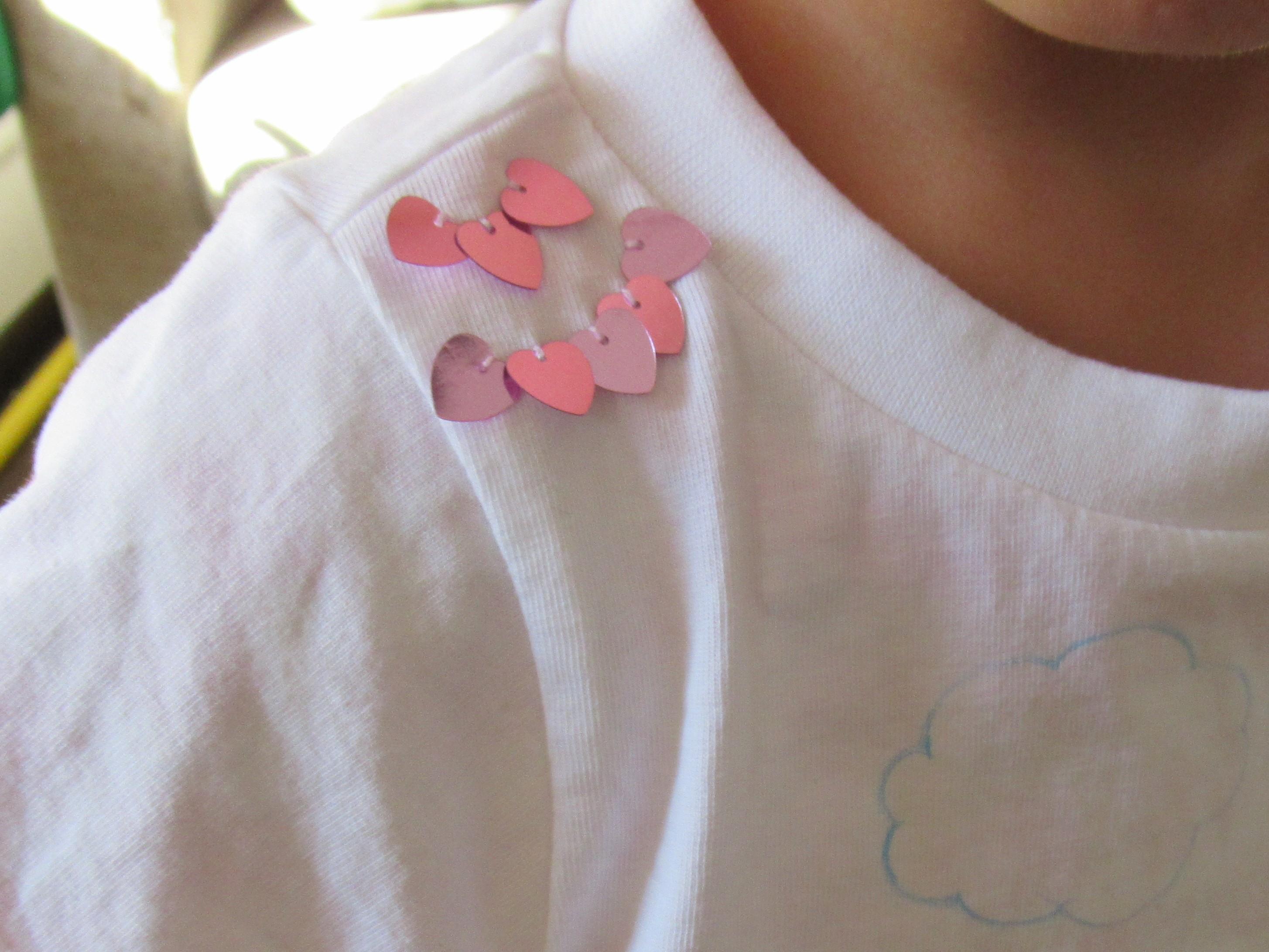 子どものTシャツに穴!100均の材料で簡単にかわいく修理する方法