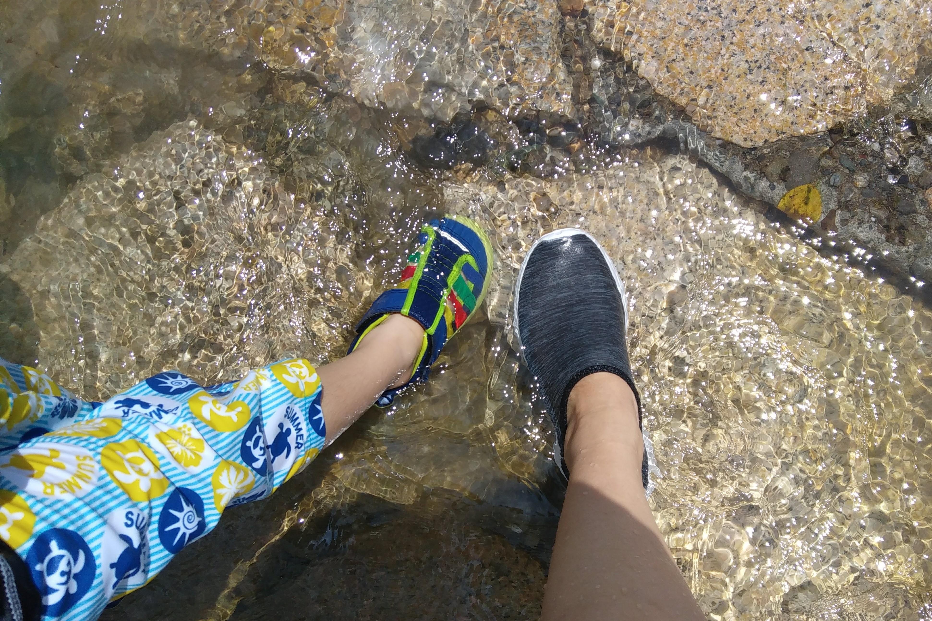 川遊びの子どもの持ち物とオススメグッズ☆川遊びの注意すべき点は?