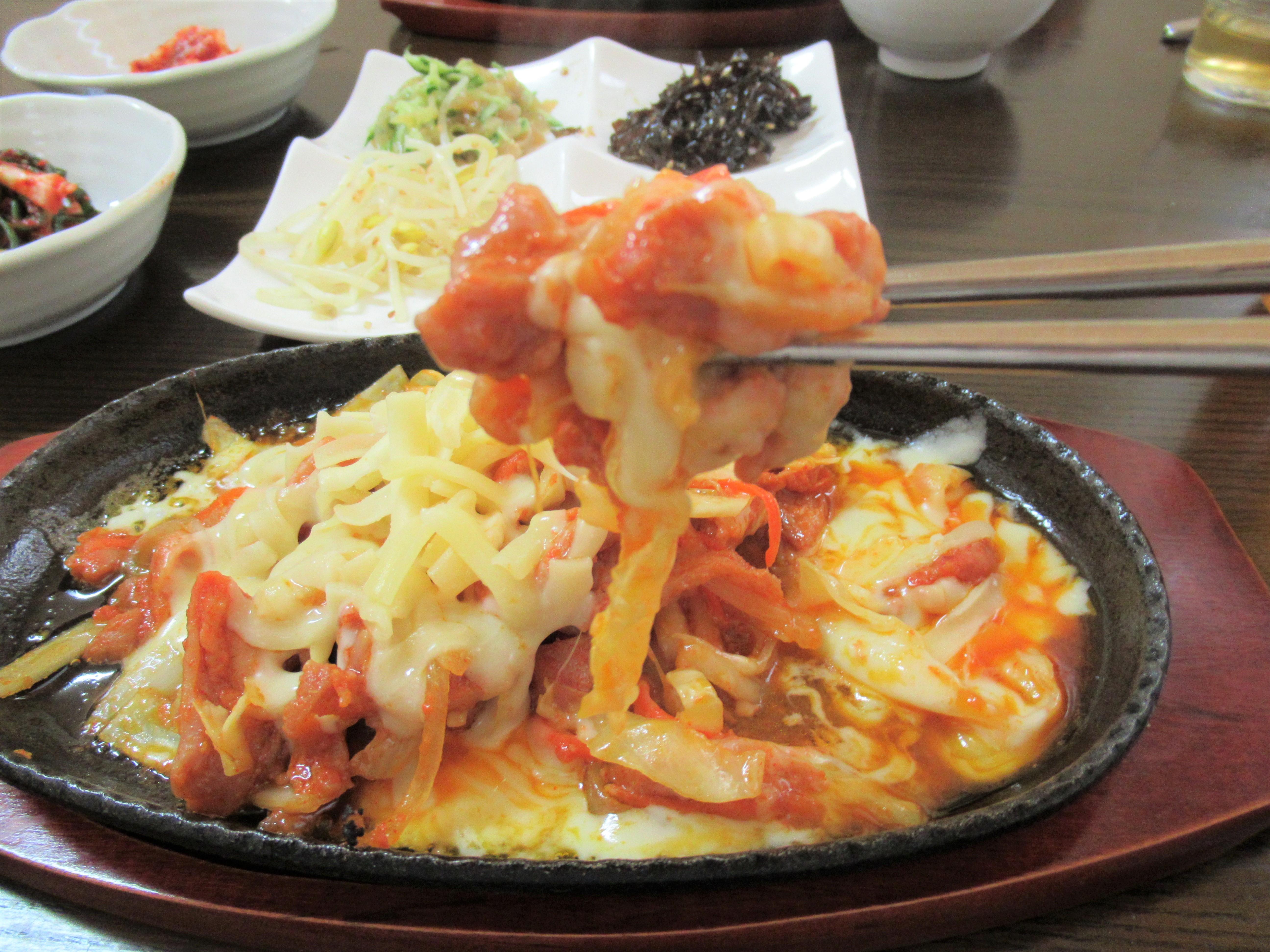 生野コリアタウン|食事は「笑顔の豚」食堂でチーズダッカルビ定食