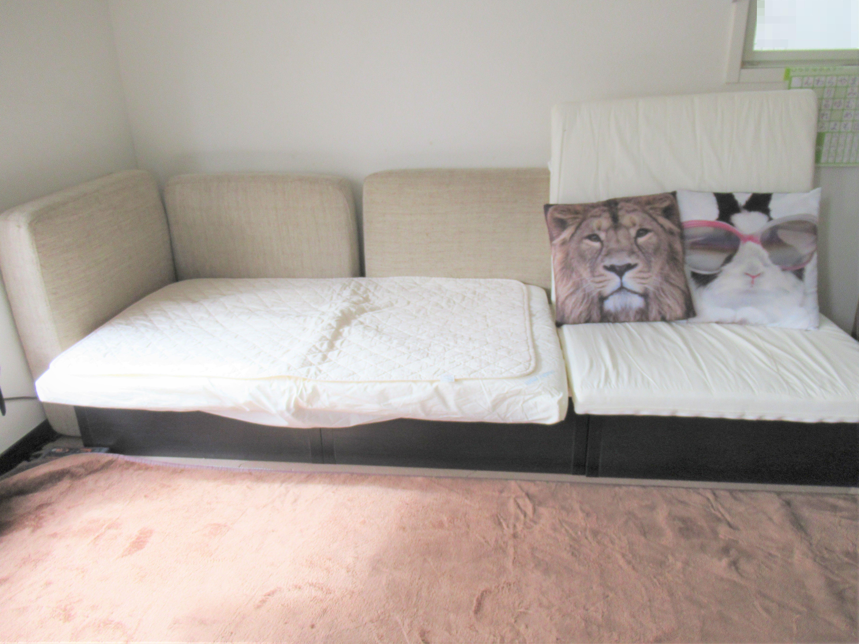 IKEAの収納棚をソファーにリメイク♪ベビーマットは座面クッションに再利用|子育ては面白く