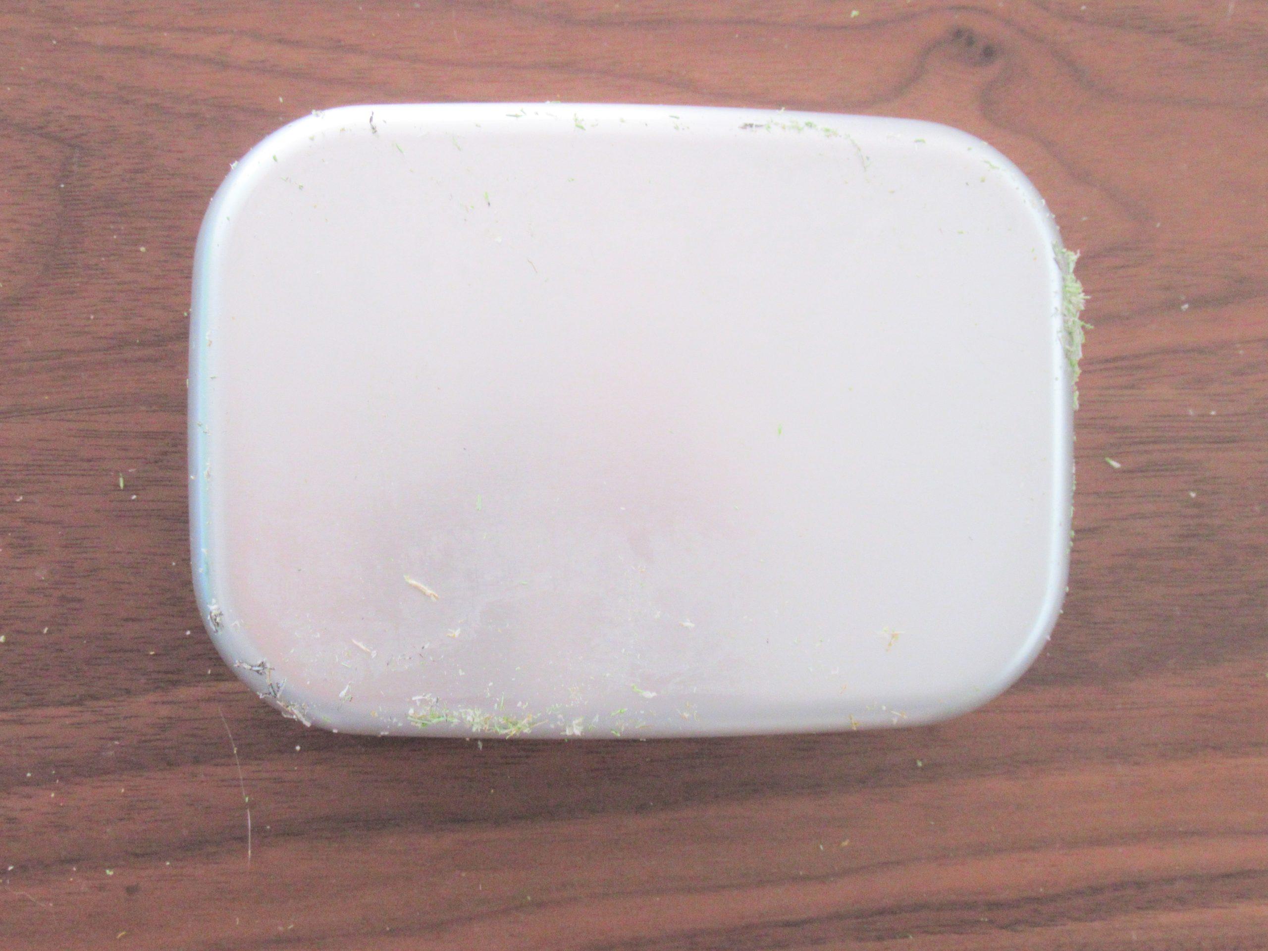 アルミ弁当箱「プリントの剥がし方」100均シールで簡単リメイク|子育ては面白く