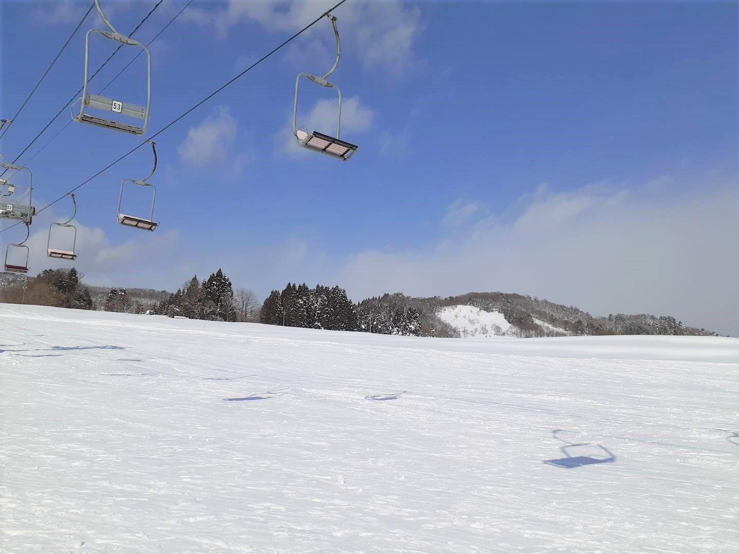【子どもと雪あそび】スノーボードに行く持ち物は?あったら便利なアイテムを紹介|子育ては面白く